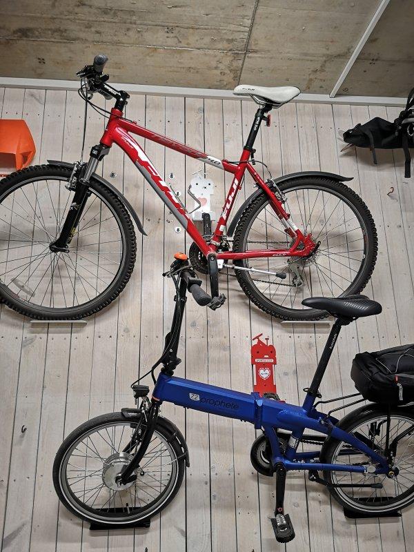 bike-pedal-hook-wall-mount